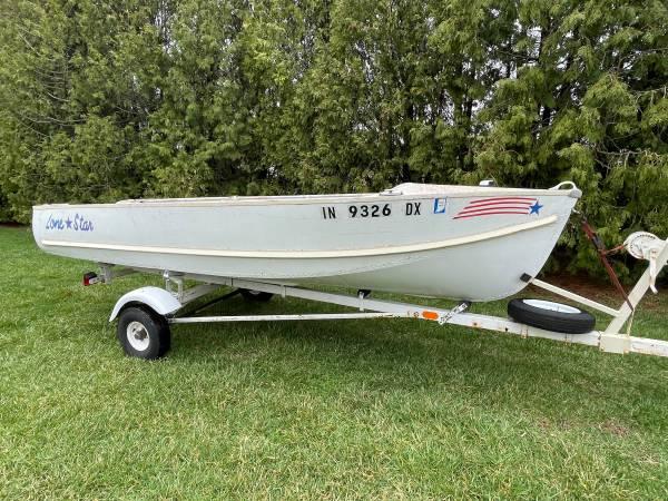 Photo Lone Star 14 Ft Aluminum Fishing Boat W Trailer - $950 (Lafayette)