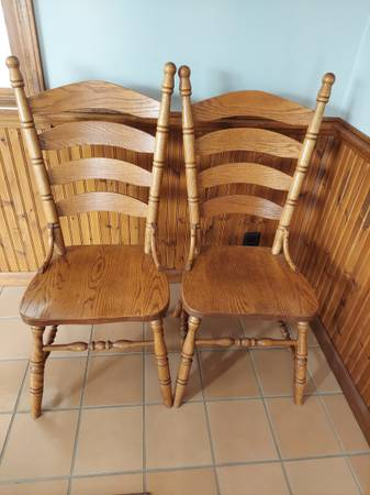 Photo OAK DINING TABLE CHAIRS - $300 (South Lafayette)