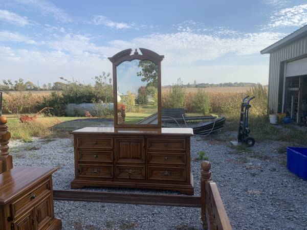 Photo Thomasville 9 drawer dresser and mirror - $125 (West Lafayette)