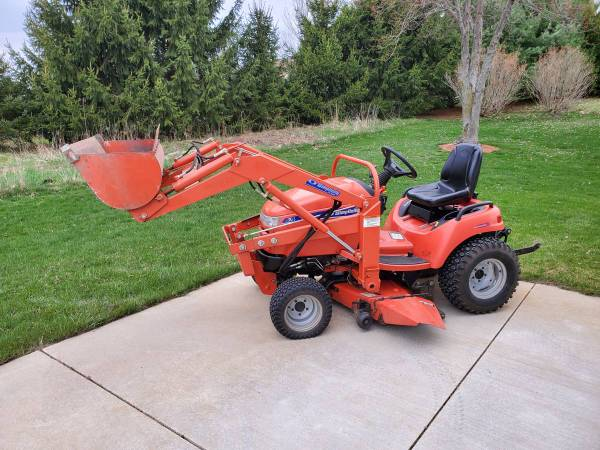 Photo 2006 Simplicity Legacy XL HST 4WD tractor wloader - $8000 (Hillsdale)