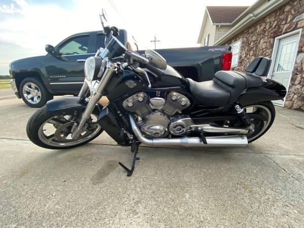 Photo 2012 Harley V-Rod Muscle - $9,000 (Defiance)