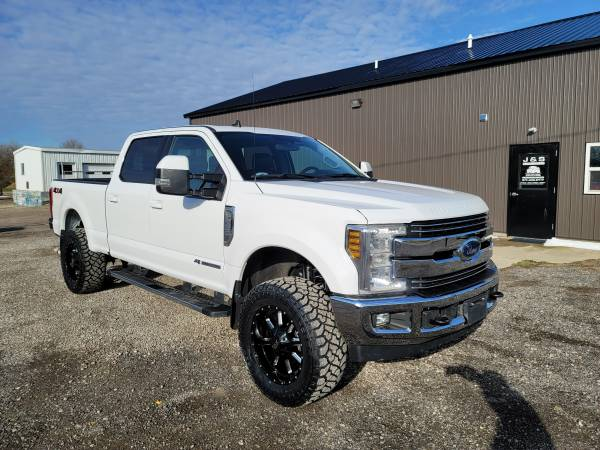 Photo 2019 FORD F250 LARIAT 4X4 CCSB 6.7 POWERSTROKE DIESEL LIFTED CLEAN - $66,900 (BLISSFIELD)