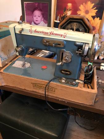 Photo American Beauty sewing machine - $400 (Clinton twp)