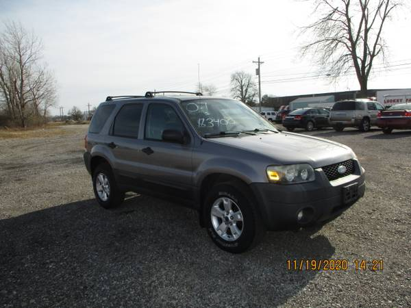Photo BLACK FRIDAY SALE GOING ON TODAY 2007 FORD ESCAPE 120K LIKE NEW - $2,995 (PRESTIGE FAMILY CARS 7444 FREMONT PIKE PERRYSBURG,OHIO)