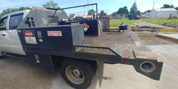 Photo Commercial truck bed with fuel tank - $2,200 (Tiffin)
