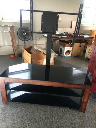 Photo Corner TV stand - $40 (Millbury)