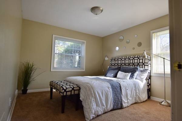 Photo Cozy Up With Your Furry Friend in Our 1  2 Bedroom Homes (Toledo)