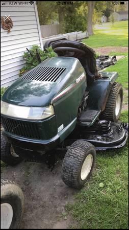 Photo Craftsman riding lawnmower tractor - $600 (Toledo)