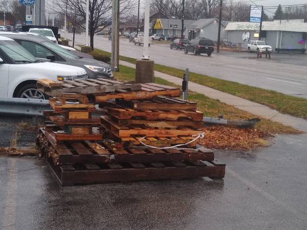 Photo Free wood pallets (toledo)