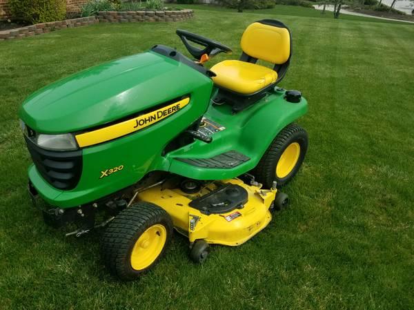 Photo John Deere X320 Lawn Tractor - $1,450 (Wapakoneta)