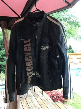 Photo Mens Harley Davidson leather jacket - $150 (Temperance)