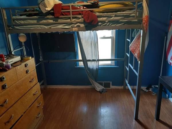 Photo Metal loft bed - $100 (Toledo)