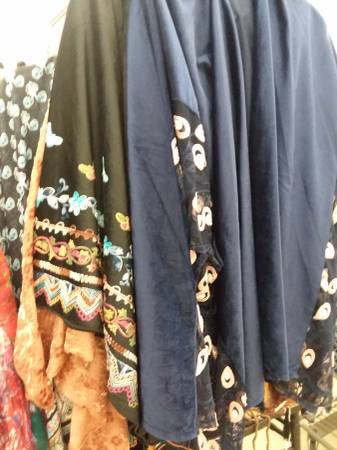 Photo New Ponchos  Jewel Clothing Accessories Casual, Social, Hip, Modern (Maumee)