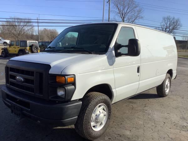 Photo Nice 2012 Ford Econoline E-150 Cargo Van Dependable - $9,900 (ortonville)