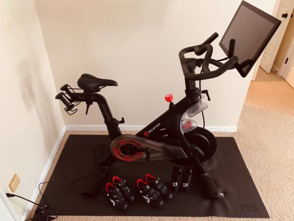 Photo Peloton Bike - Family Package - Barely Used - Toledo - $1699
