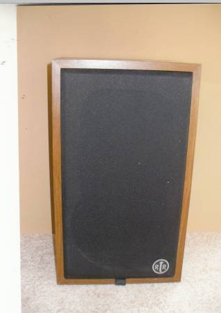 Photo RTR stereo speakers 2 way , 83939 woofers, made in USA - $90 (Toledo)