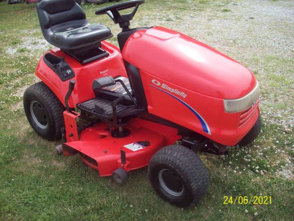 Photo SIMPLICITY 15HP 38 INCH HYDRO ELECT PTO NICE SHAPE - $450 (FREMONT)