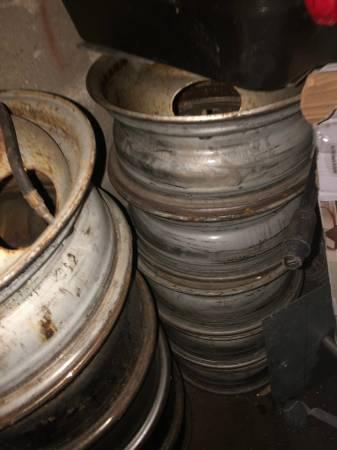 Photo Set of Six - 1989 Ford 16 quot  8 Lug Wheel Steel Dually Rims Wheels Me - $490 (Grand Rapids)