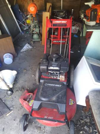 Photo Troy-bilt high wheel walk behind mower for sale - $100 (Southend)