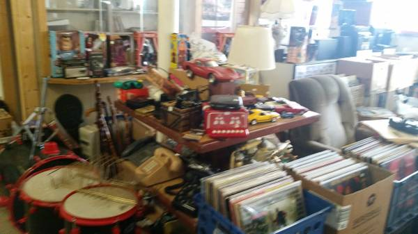 Photo Vinyl Records, Guitars, Record Players, Speakers.. More (Inkster)