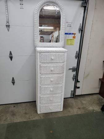 Photo White wicker dresser - $95 (Toledo)