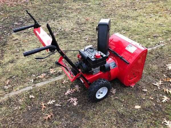 Photo Yard Machines Snowblower. - $250 (Toledo)