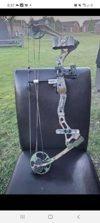 Photo realtree bear compound youth bow - $250 (BowlingGreen)