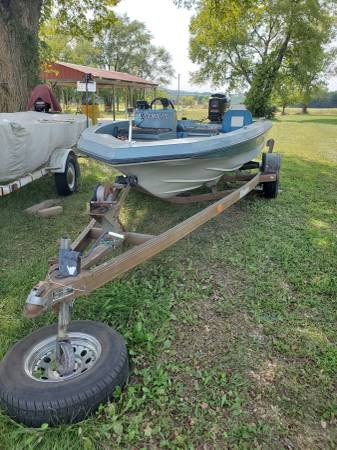 1989 CHAMPION BASS BOAT MOTOR AND TRAILER 1500 DOLLERS - $1,500 (Amsterdam)