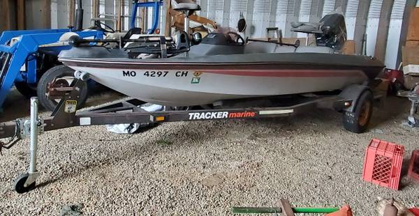 Photo 1989 TRACKER BASS BOAT 100H.P. ME$RC, MOTOR AND TRAILER $5500 - $5,500 (Amsterdam)