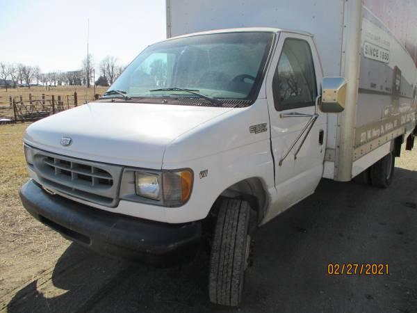 Photo 2000 Ford E-350 box van,188k miles, lift gate runs drives good - $3,500 (Horton)