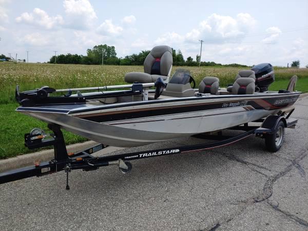 Photo 2001 Bass Tracker Pro Crappie 175 - $6,250 (Spring Hill, KS)