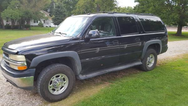Photo 2003 Chevy Suburban 2500 34 ton 6 L Motor. Great Pulling Power - $5,900 (Paxico)