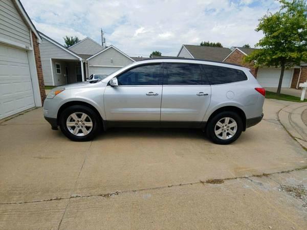 Photo 2011 Chevy Traverse LT - $8,800 (Topeka)