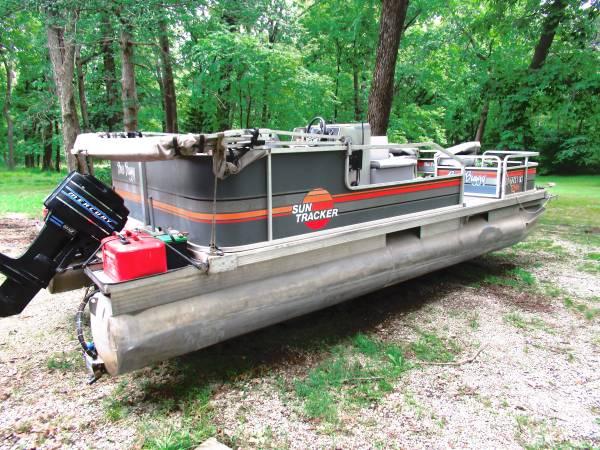 Photo 2039 Tracker Bass Buggy - $7,500 (Dearborn)