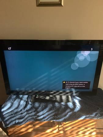 Photo 42 Sony Bravia tv with extras - $175 (Lake shawnee)