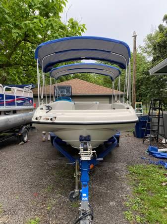 Photo Bay liner deck boat - $19,800 (Osage city)