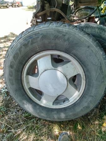Photo Chevy GMC 6 lug 16quot wheels (Burlington)