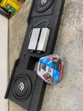 Photo Dual Memphis BR10D4 With JL audio 1000 Watt Amp and new wiring with box - $500 (Sabetha)