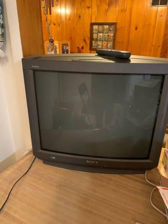 Photo Free 27quot Sony Trinitron TV (Topeka)