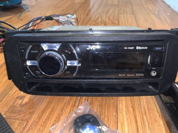 Photo JVC headunit Bluetooth car stereo, subwoofers in box, alpine xm, stereo system - $60 (Topeka)