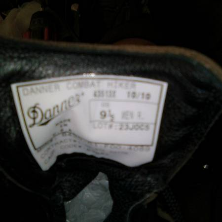 Photo MENS 9.5 DANNER BOOTS NEW - $40 (Topeka)