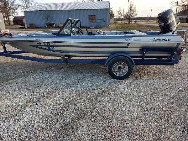 Photo Nice 18ft Astroglass bass boat - $4500 (Garnett)