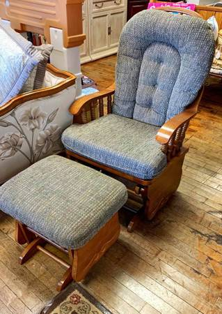 Photo Olive Green Glider Rocker with Ottoman - $125 (Auburn, KS)