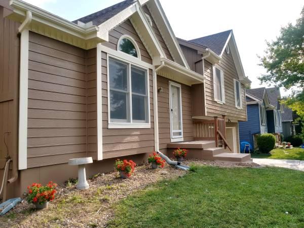 Photo PENDING SALE - SHOWING FOR BACKUP -  - GREAT West Olathe Home -  (Olathe, Kansas)