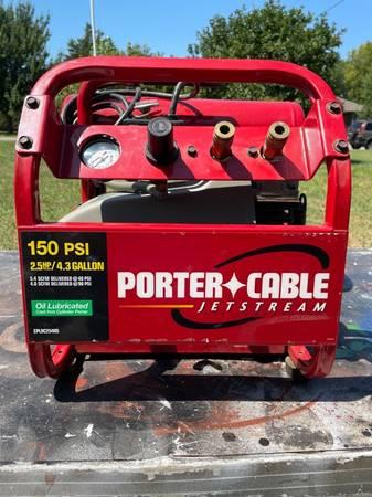 Photo Porter Cable portable air compressor - $200 (Topeka)
