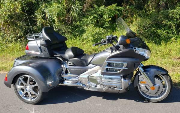 Photo 2005 Honda Goldwing gl1800 trike w9900 miles - $17,900 (Cocoa)
