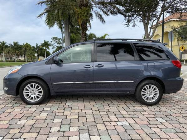 Photo 2008 TOYOTA SIENNA XLE 129K MILES LIKE NEW (772) 212-3005 CLEAN - $8800 (BUY HERE PAY HERE, PSL, FL)