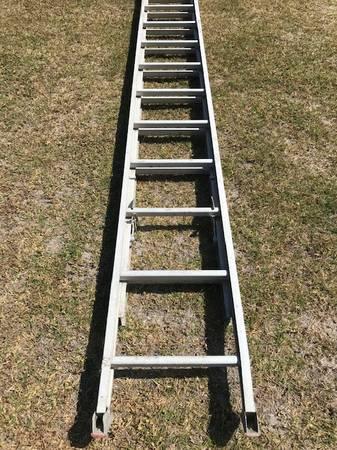 Photo 32 foot extension ladder - $200 (vero beach, FL)