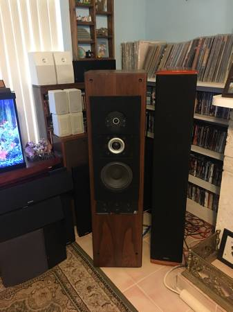 Photo ACOUSTIC RESEARCH AR 9 SPEAKERS - $1,499