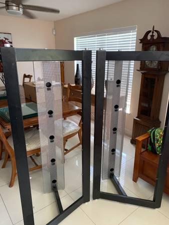 Photo Black metal with glass shelves - $150 (Psl)